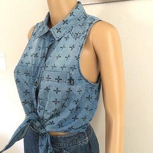Vans women's Tie front Denim Top/blouse. Sz M